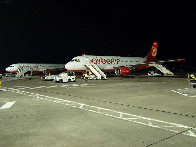 http://carst.smugmug.com/Flights-and-Airplanes/2012-11-23-1-Berlin-Milan/i-LJ3vmQZ/0/L/20121123-060832-L.jpg