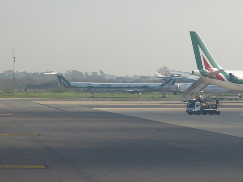 http://carst.smugmug.com/Flights-and-Airplanes/2012-11-23-2-Milan-Rome/i-cx2vHNM/0/L/20121123-121658-L.jpg