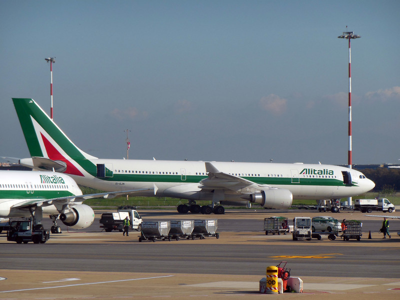 http://carst.smugmug.com/Flights-and-Airplanes/2012-11-25-2-Rome-Bari-FD/i-F4cchHC/0/L/20121125-130452-L.jpg