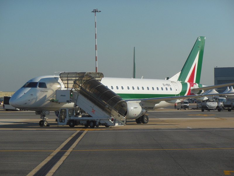 http://carst.smugmug.com/Flights-and-Airplanes/2012-11-25-2-Rome-Bari-FD/i-ngt9Vb8/0/L/20121125-130302-L.jpg