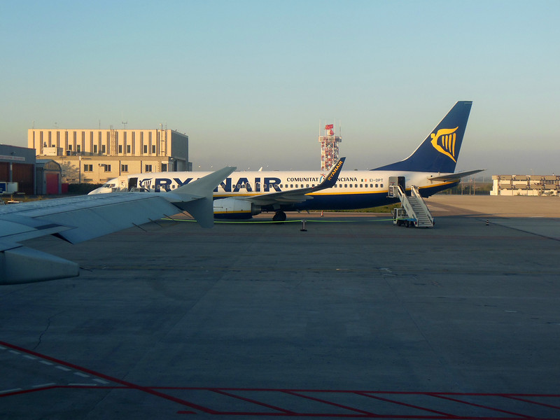 http://carst.smugmug.com/Flights-and-Airplanes/2012-11-26-1-Bari-Rome/i-xdC8vrw/0/L/20121126-074536-L.jpg
