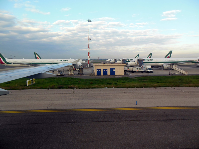 http://carst.smugmug.com/Flights-and-Airplanes/2012-11-26-1-Bari-Rome/i-xtPvnWS/0/L/20121126-084132-L.jpg