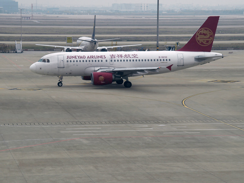 http://carst.smugmug.com/Flights-and-Airplanes/2012-12-03-1-Shanghai-Peking/i-DCjPQvV/0/L/20121203-060712-L.jpg