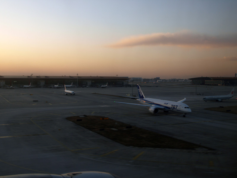 http://carst.smugmug.com/Flights-and-Airplanes/2012-12-03-1-Shanghai-Peking/i-Nv689Sg/0/L/20121203-093302-L.jpg