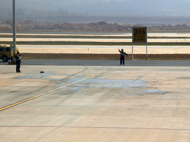 http://carst.smugmug.com/Flights-and-Airplanes/2012-12-06-1-Peking-Kunming/i-7S448tJ/0/L/20121206-052016-L.jpg