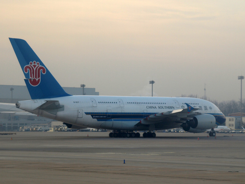 http://carst.smugmug.com/Flights-and-Airplanes/2012-12-06-1-Peking-Kunming/i-8q6vZgn/0/L/20121206-015212-L.jpg