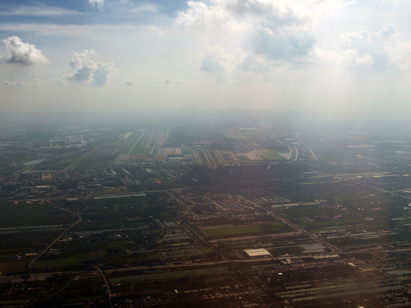 http://carst.smugmug.com/Flights-and-Airplanes/2012-12-16-2-Bangkok-Hongkong/i-8pWHZND/0/L/20121216-082056-L.jpg